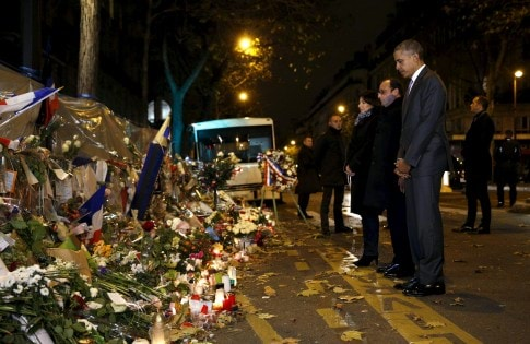 Paris Mayor Anne Hidalgo, French President Francois Hollande and U.S. President Barack Obama bow their heads as they visit a makeshift memorial to pay tribute to the victims of the Paris attacks  at the Bataclan in Paris