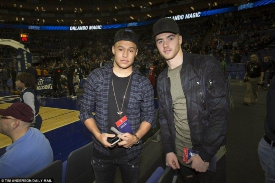 302C8D8200000578-3400222-Arsenal_midfielder_Oxlade_Chamberlain_and_team_mate_Chambers_pos-a-67_1452813356502