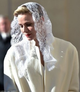 304C155700000578-3404770-Princess_Charlene_of_Monaco_visited_the_Vatican_in_an_all_white_-a-149_1453122810264