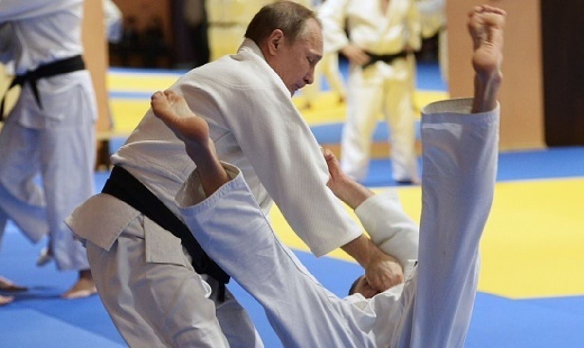 President Putin takes part in Russian judo team's training in Sochi