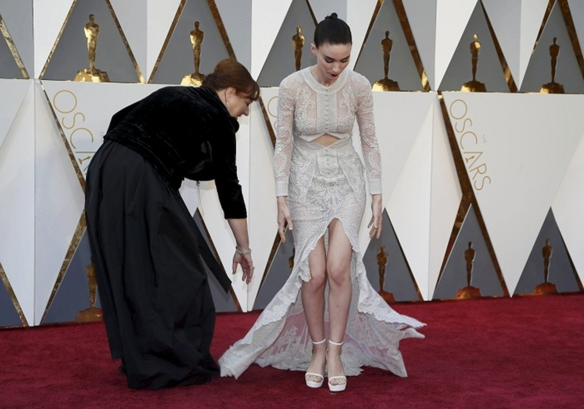 """Rooney Mara, nominated for Best Supporting Actress for her role in """"Carol,"""" arrives at the 88th Academy Awards in Hollywood"""