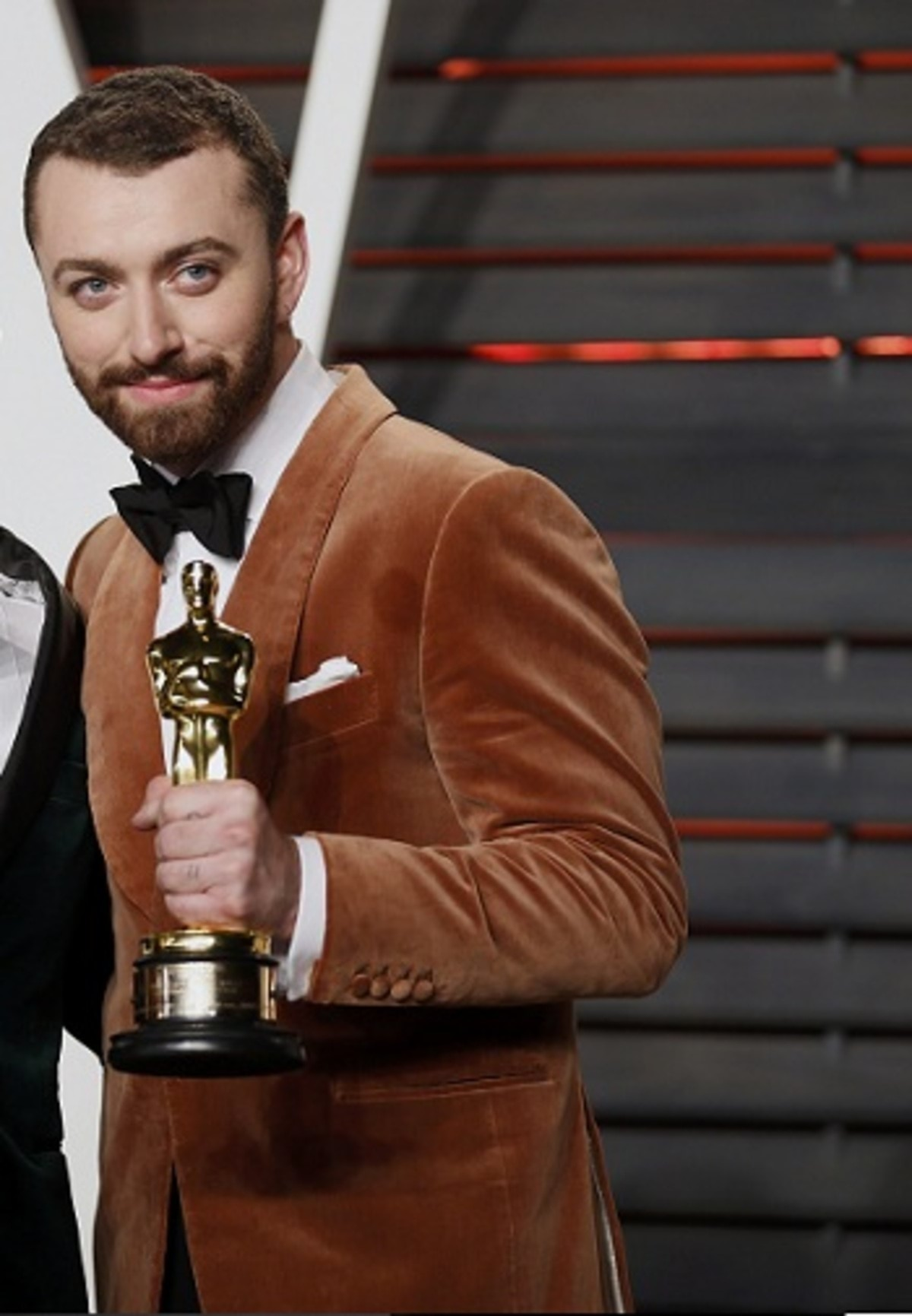 """British musicians Jimmy Napes and Sam Smith with their Oscars for Best Original Song for """"Writing's on the Wall"""" from the film """"Spectre"""", arrive at the Vanity Fair Oscar Party in Beverly Hills, California"""