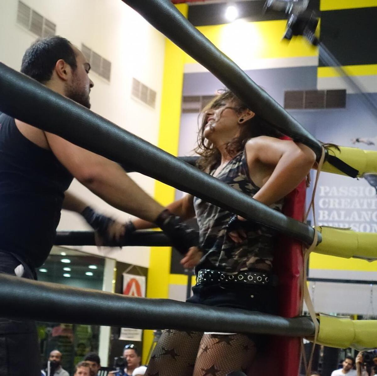 the-first-woman-pro-wrestler-in-the-middle-east-1442841311