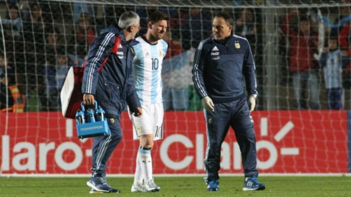 052716-SOCCER-Lionel-Messi-Argentina-Honduras-back-injury-PI.vadapt.664.high.70