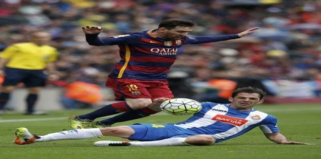 Football Soccer - Barcelona v Espanyol - Spanish Liga BBVA - Camp Nou stadium, Barcelona, Spain - 8/05/16 Barcelona's Lionel Messi (L) and Espanyol's Victor Sanchez in action. REUTERS/Albert Gea