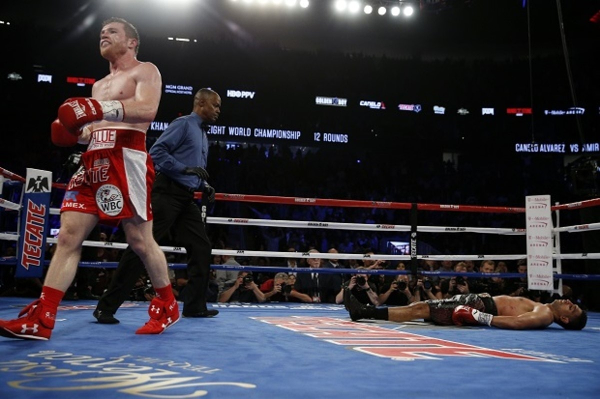Boxing - Saul 'Canelo' Alvarez v Amir Khan WBC Middleweight Title - T-Mobile Arena, Las Vegas, United States of America - 7/5/16 Canelo Alvarez walks away after knocking down Amir Khan Action Images via Reuters / Andrew Couldridge Livepic EDITORIAL USE ONLY.