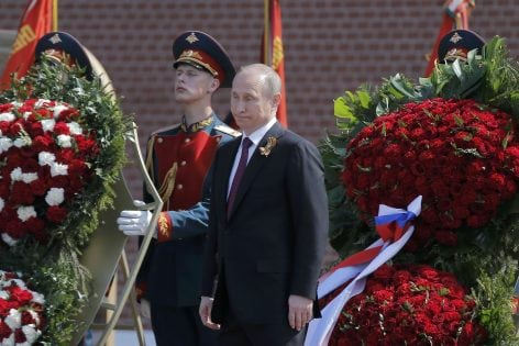 Russian President Vladimir Putin attends a wreath-laying ceremony to mark the 71st anniversary of the victory over Nazi Germany in World War Two, at the Tomb of the Unknown Soldier by the Kremlin walls in Moscow, Russia, May 9, 2016. REUTERS/Maxim Shemetov