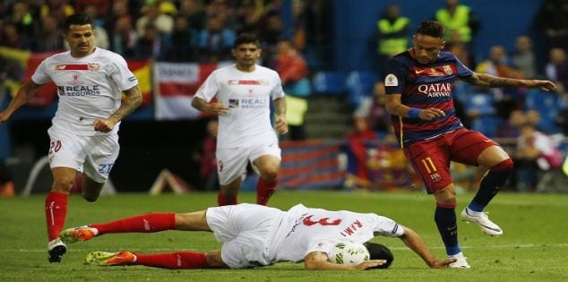 Soccer Football - FC Barcelona vs Sevilla - Copa del Rey Final - Vicente Calderon, Madrid, Spain - 22/5/16 Barcelona's Neymar in action with Sevilla's Adil Rami Reuters / Sergio Perez Livepic EDITORIAL USE ONLY.