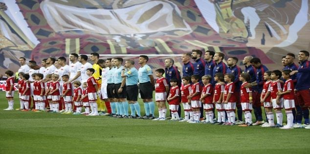 Soccer Football - FC Barcelona vs Sevilla - Copa del Rey Final - Vicente Calderon, Madrid, Spain - 22/5/16 General view as players line up before the match Reuters / Juan Medina Livepic EDITORIAL USE ONLY.