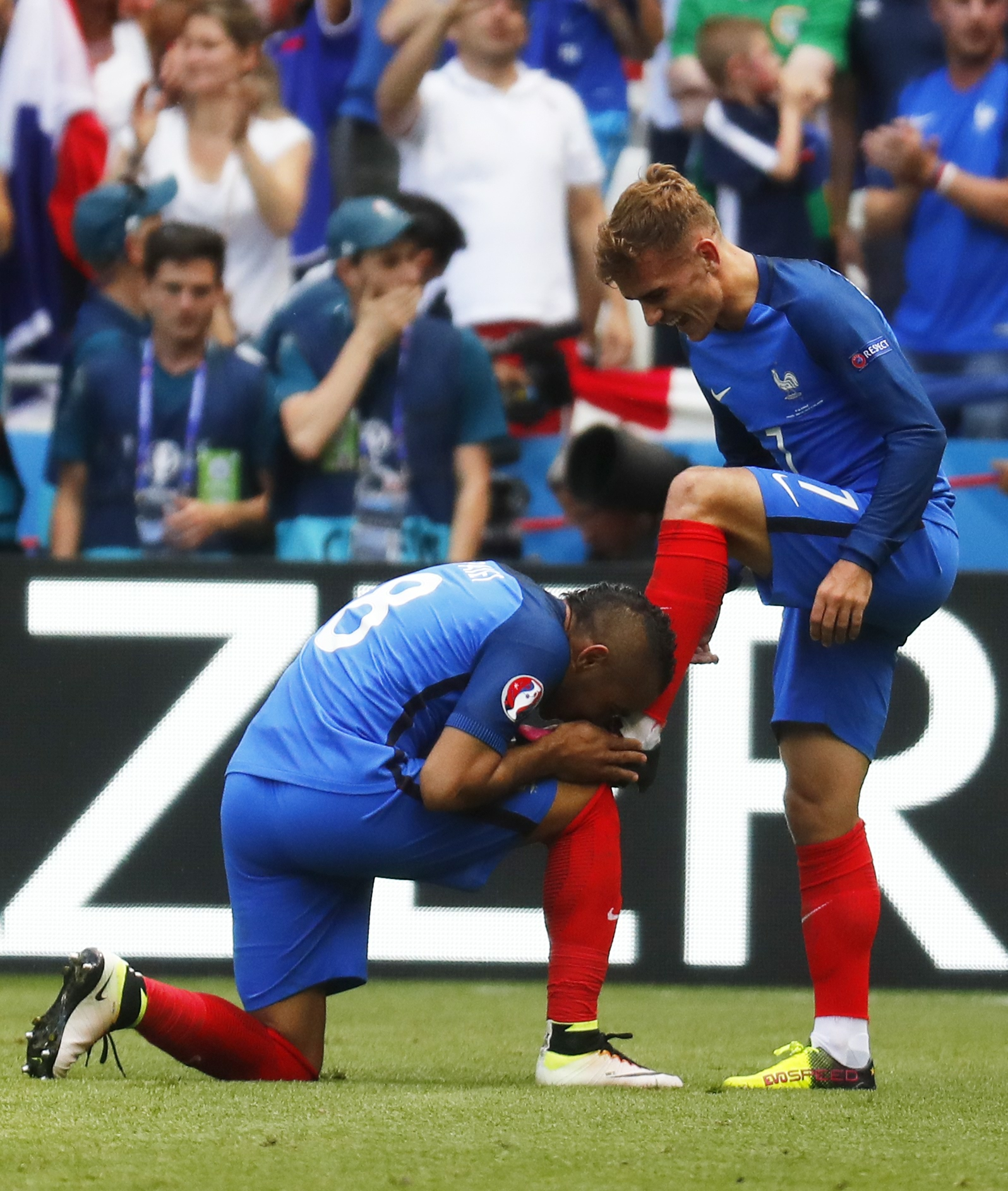 Football Soccer - France v Republic of Ireland - EURO 2016 - Round of 16 - Stade de Lyon, Lyon, France - 26/6/16 France's Antoine Griezmann celebrates with Dimitri Payet after scoring their second goal REUTERS/Kai Pfaffenbach Livepic