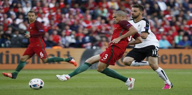 Football Soccer - Portugal v Austria - EURO 2016 - Group F - Parc des Princes, Paris, France - 18/6/16 Portugal's Pepe in action with Austria's Martin Harnik REUTERS/Christian Hartmann Livepic