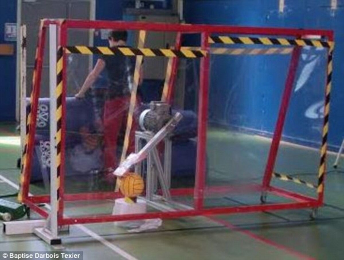 3633042D00000578-3686578-Researchers_have_now_built_a_robot_pictured_that_can_kick_the_ba-a-4_1468339788724