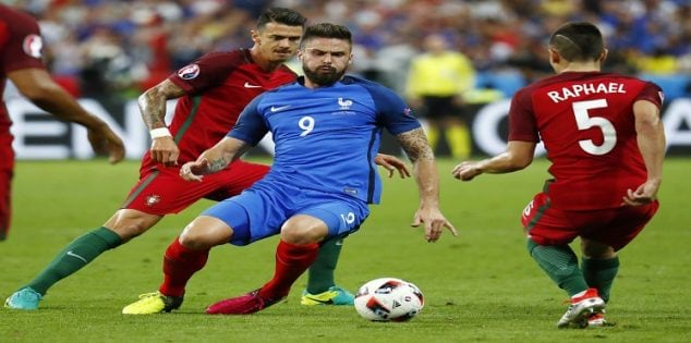 Football Soccer - Portugal v France - EURO 2016 - Final - Stade de France, Saint-Denis near Paris, France - 10/7/16 France's Olivier Giroud in action with Portugal's Raphael Guerreiro and Jose Fonte REUTERS/Kai Pfaffenbach Livepic