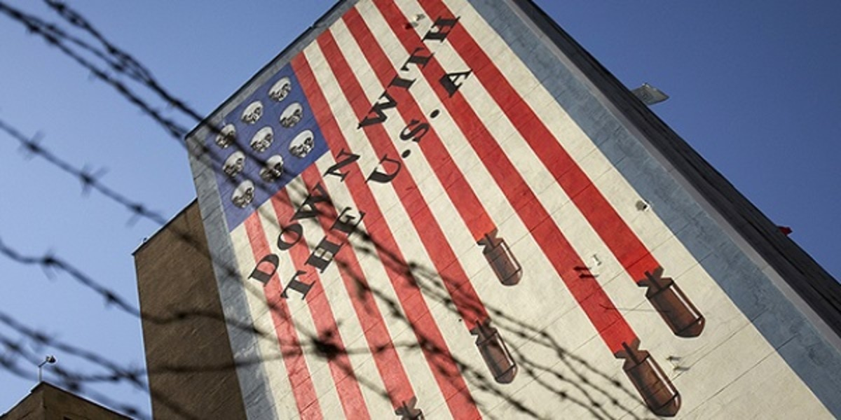 EDITORS' NOTE: Reuters and other foreign media are subject to Iranian restrictions on leaving the office to report, film or take pictures in Tehran. An anti-U.S. mural is seen on a wall of a government building in central Tehran October 12, 2011. U.S. authorities said on Tuesday that they had broken up a plot by two men linked to Iran's security agencies to kill the Saudi envoy, Adel al-Jubeir. One man was arrested last month while the other was believed to be in Iran. REUTERS/Morteza Nikoubazl (IRAN - Tags: POLITICS) - RTR2SK3G