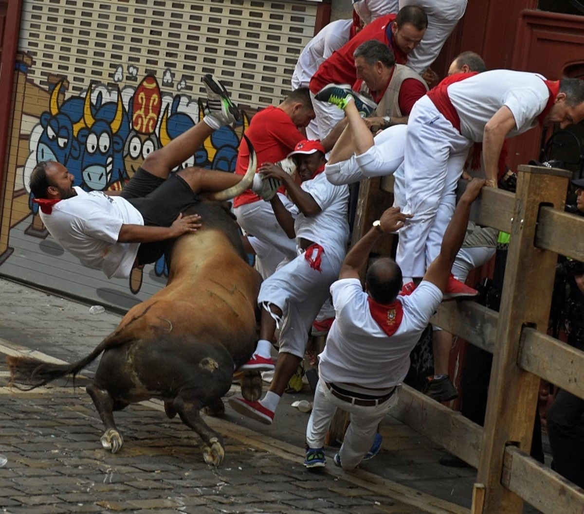 A runner is thrown by a Cebada Gago fighting bull at the Estafeta corner during the second running of the bulls at the San Fermin festival in Pamplona, northern Spain July 8, 2016. REUTERS/Eloy Alonso