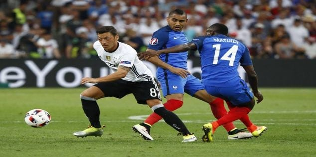 Football Soccer - Germany v France - EURO 2016 - Semi Final - Stade Velodrome, Marseille, France - 7/7/16 Germany's Mesut Ozil in action with France's Dimitri Payet and Blaise Matuidi REUTERS/Christian Hartmann Livepic