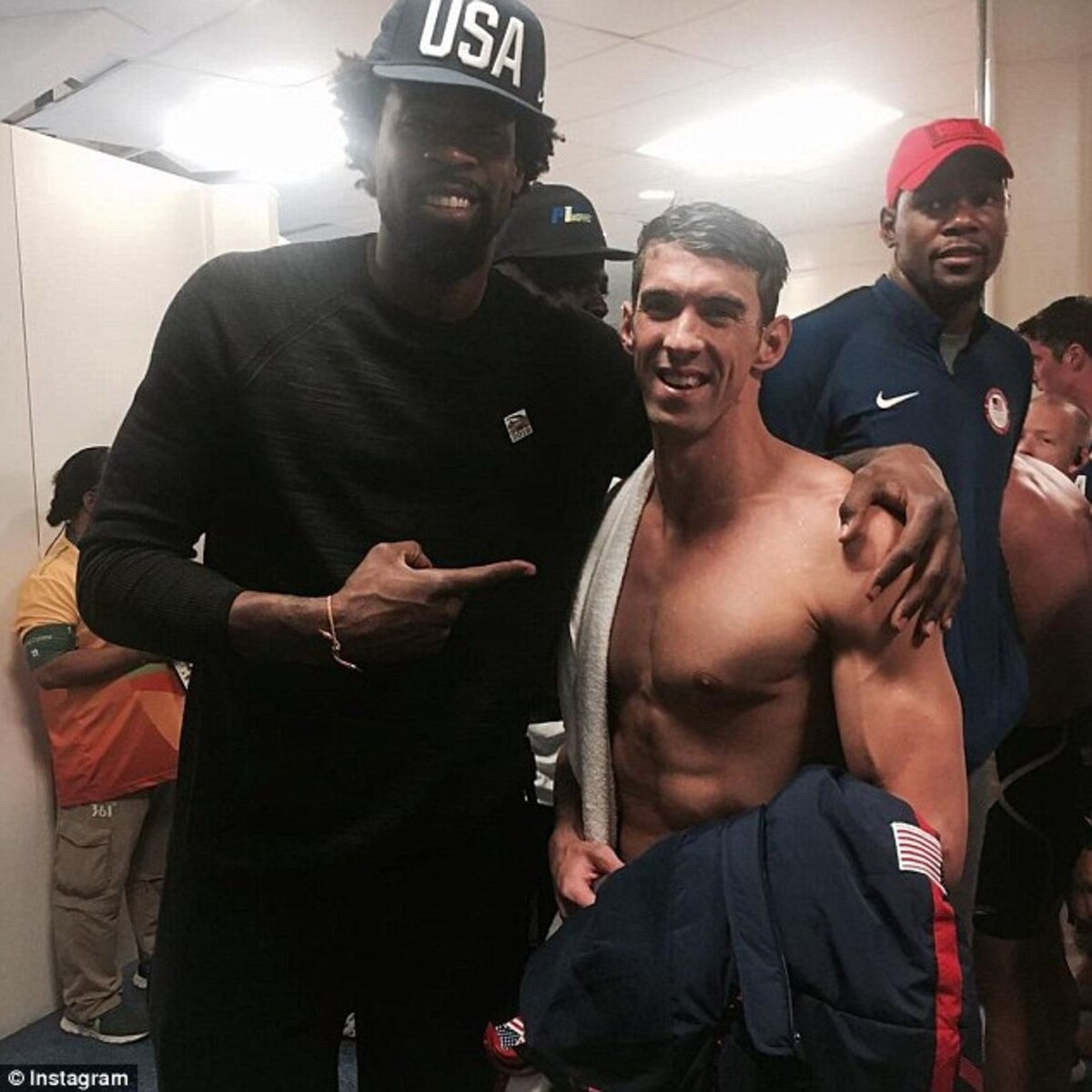 370FA46D00000578-0-Basketball_player_DeAndre_Jordan_shared_a_picture_with_Phelps_on-a-3_1470806167005