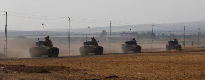 Turkish army tanks drive towards to the border in Karkamis on the Turkish-Syrian border in the southeastern Gaziantep province, Turkey, August 25, 2016. REUTERS/Umit Bektas     TPX IMAGES OF THE DAY