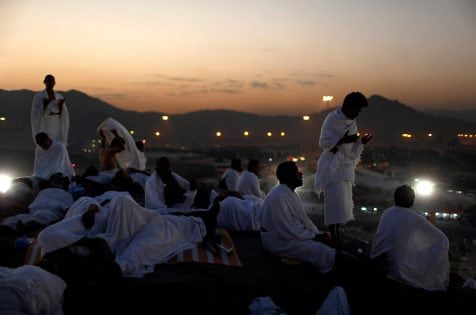 Muslim pilgrims pray on Mount Mercy on the plains of Arafat during the annual haj pilgrimage, outside the holy city of Mecca, Saudi Arabia September 11, 2016. REUTERS/Ahmed Jadallah TPX IMAGES OF THE DAY