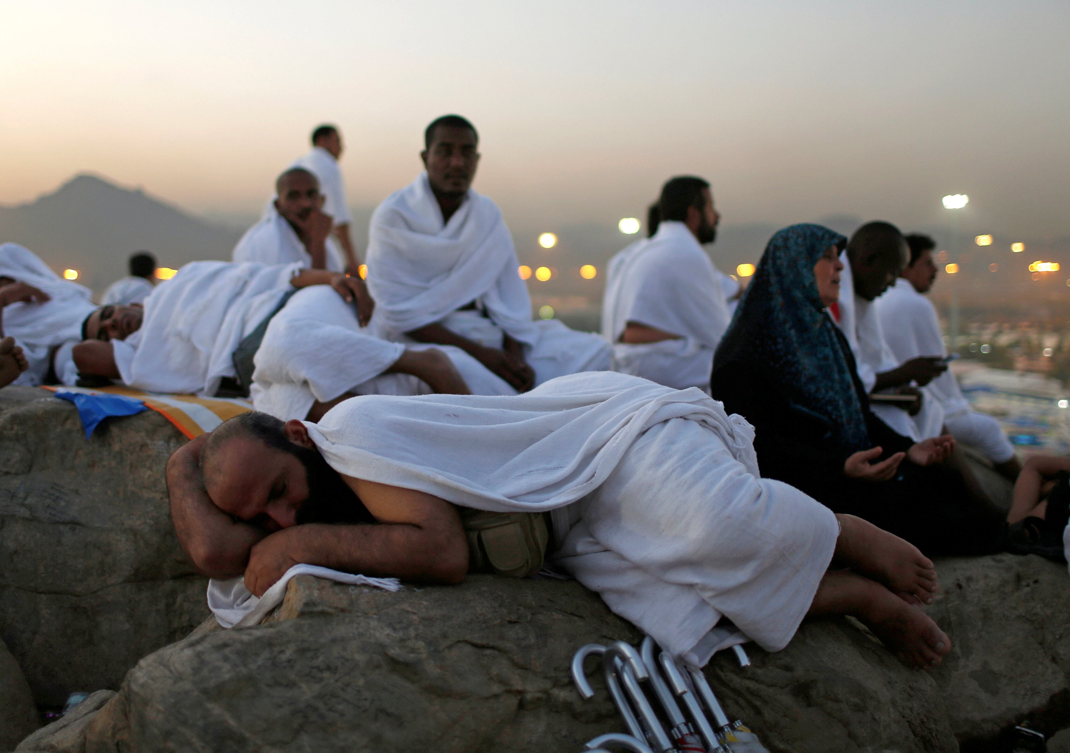 Muslim pilgrims gather on Mount Mercy on the plains of Arafat during the annual haj pilgrimage, outside the holy city of Mecca, Saudi Arabia September 11, 2016. REUTERS/Ahmed Jadallah