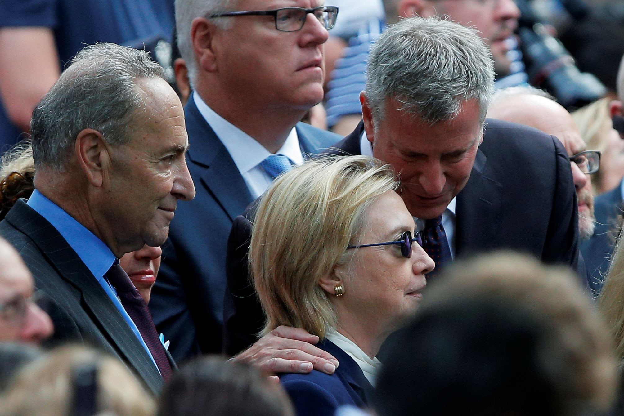 U.S. Democratic presidential candidate Hillary Clinton, New York Mayor Bill de Blasio (R) and U.S. Senator Chuck Schumer attend ceremonies to mark the 15th anniversary of the September 11 attacks at the National 9/11 Memorial in New York, New York, United States September 11, 2016. REUTERS/Brian Snyder