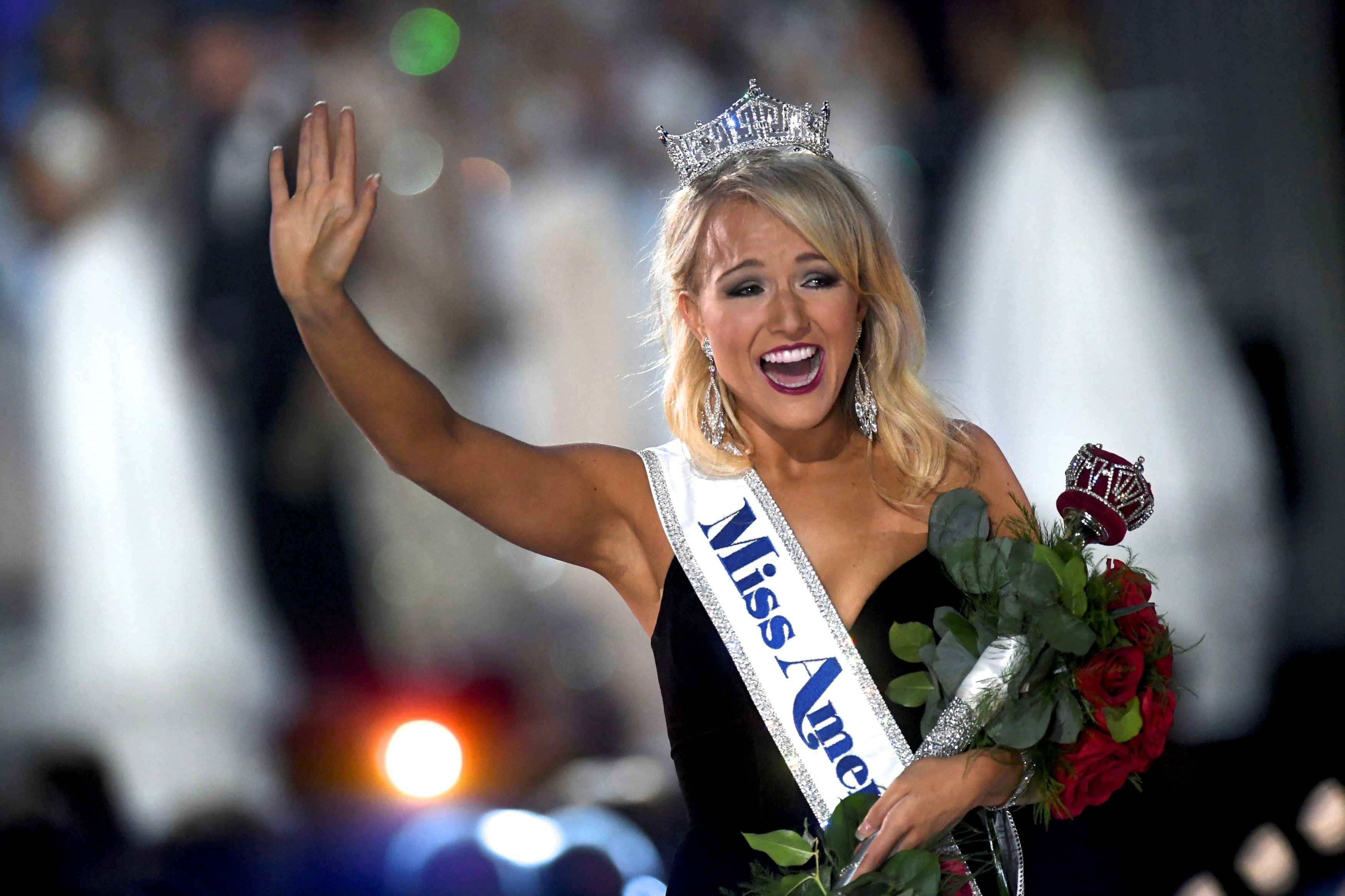 Miss Arkansas Savvy Shields, 21, reacts after winning the 96th Miss America Pageant inside Boardwalk Hall in Atlantic City, New Jersey September 11, 2016.  REUTERS/Mark Makela     TPX IMAGES OF THE DAY