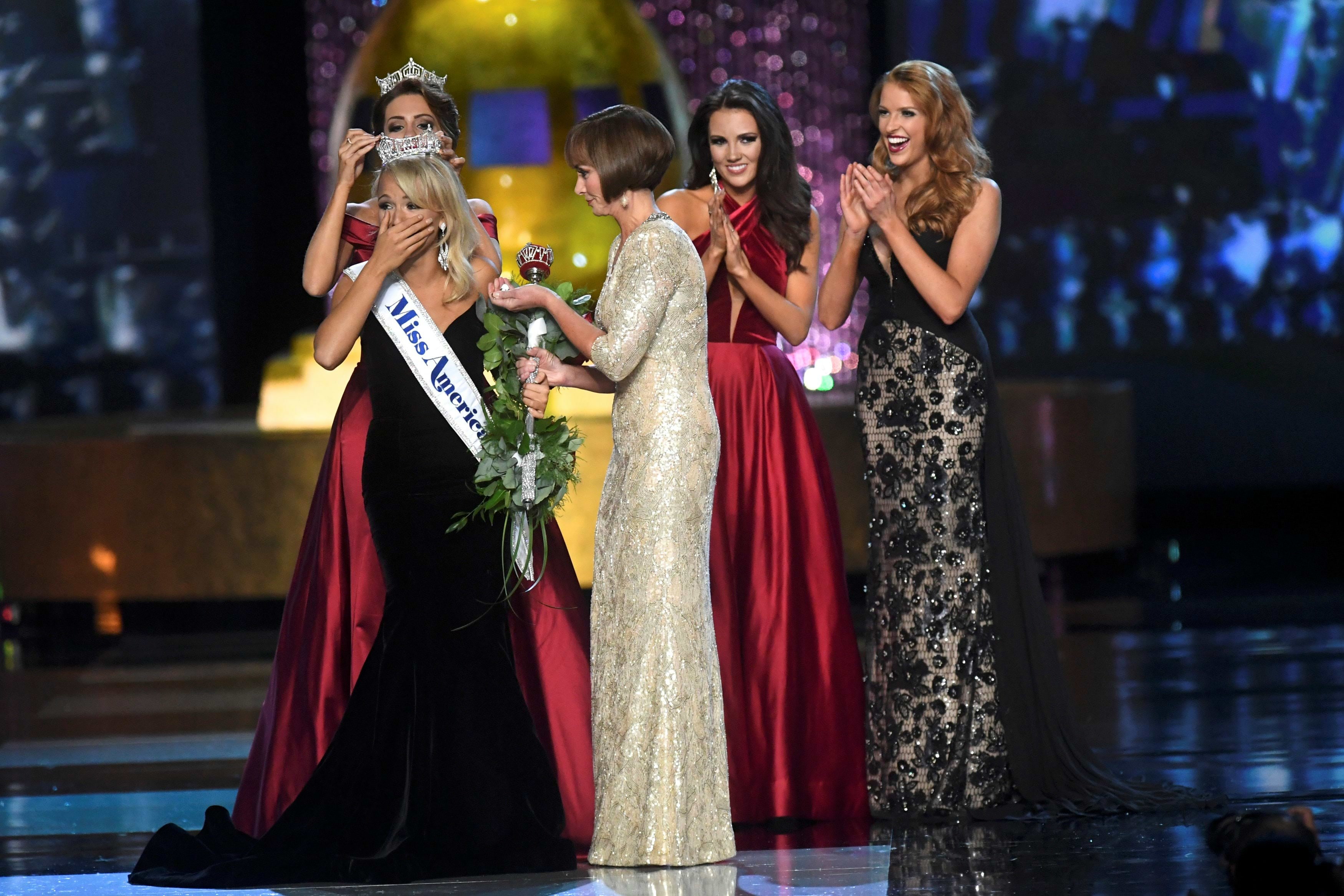 Miss Arkansas Savvy Shields, 21, reacts after winning the 96th Miss America Pageant inside Boardwalk Hall in Atlantic City, New Jersey September 11, 2016.  REUTERS/Mark Makela