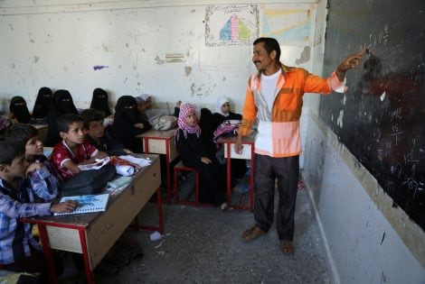 """A teacher explains a subject to pupils in a school in the mountains, in the Jafariya district of the western province of Raymah, Yemen May 21, 2016. REUTERS/Abduljabbar Zeyad SEARCH """"MOUNTAINTOP"""" FOR THIS STORY. SEARCH """"WIDER IMAGE"""" FOR ALL STORIES."""