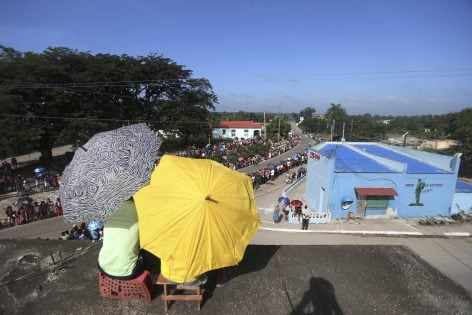 People wait on a rooftop for the arrival of the caravan carrying the ashes of Cuba's late President Fidel Castro in Palma Soriano, Cuba, December 3, 2016. REUTERS/Edgard Garrido