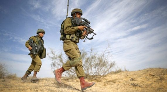 Yussef Saluta (R), 20, an Israeli Arab soldier from the Desert Reconnaissance battalion takes part in a drill near Kissufim in southern Israel November 29, 2016. Picture taken November 29, 2016. REUTERS/Amir Cohen