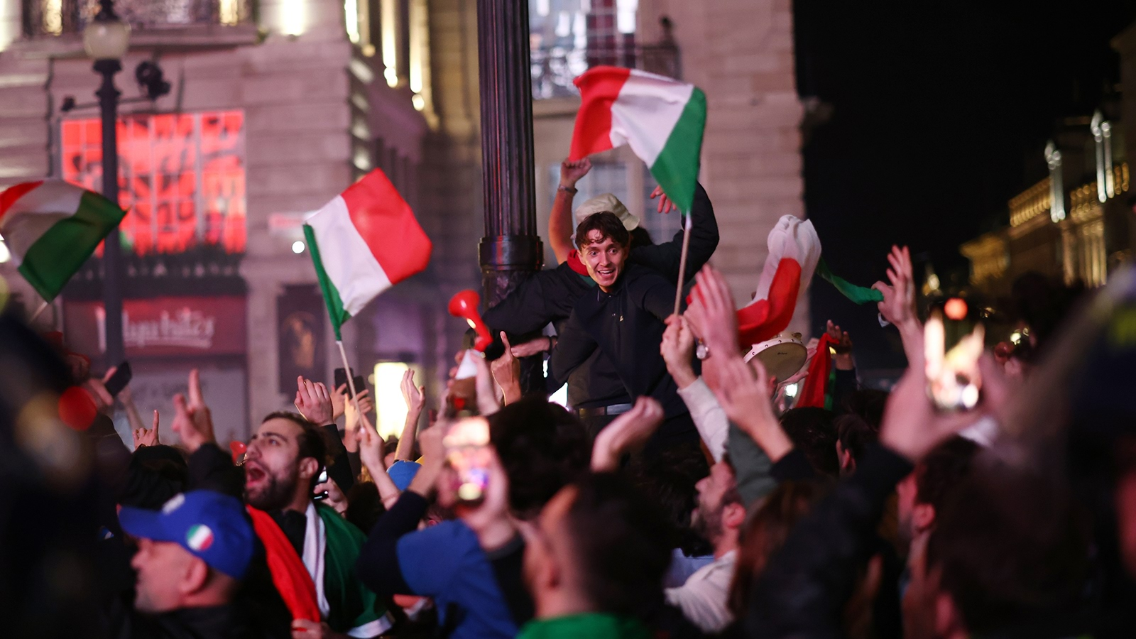 euro-2020-final-fans-gather-for-italy-v-england